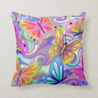 Mariposas rosadas psicodélicas cojín decorativo