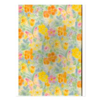 Mariposas y flores en colores pastel postal