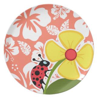 Mariquita en hibisco tropical del color coralino platos para fiestas