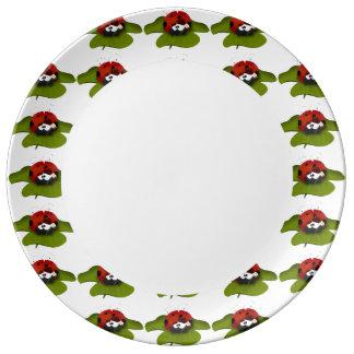 Mariquita en una hoja verde platos de cerámica