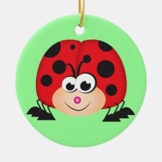 Mariquita linda del dibujo animado adorno navideño redondo de cerámica
