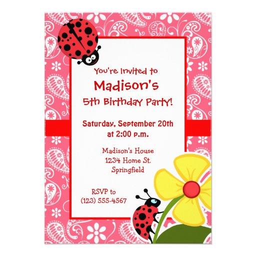 Mariquita linda en el rosa Paisley del borde; Flor Invitacion Personal