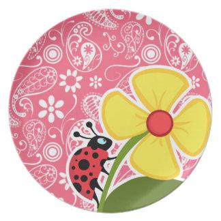 Mariquita linda en el rosa Paisley del borde; Flor Plato De Comida