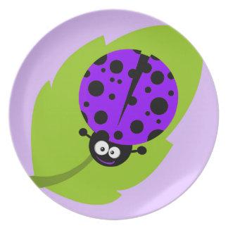 Mariquita púrpura violeta plato de comida