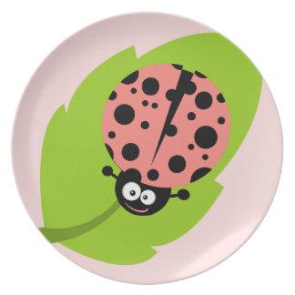 Mariquita rosada coralina plato de comida
