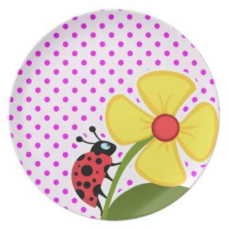 Mariquita y flor en lunares fucsias plato para fiesta