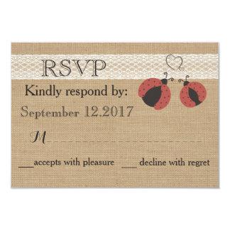 Mariquitas románticas rústicas de la arpillera que invitación 8,9 x 12,7 cm