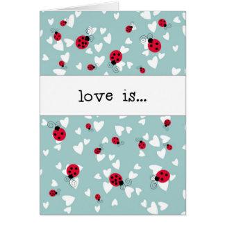 Mariquitas y corazones - el amor es… tarjeta de felicitación