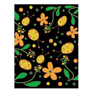 Mariquitas y flores 3 postal