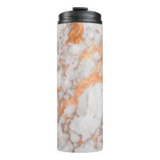 Mármol blanco y vaso termal de cobre