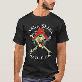Marque la radio del pirata del cráneo camiseta