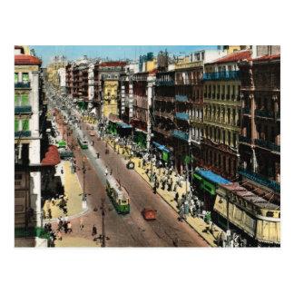 Marsella, calle muy transitada con las tranvías postal