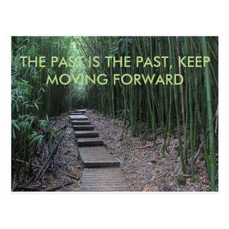 Más allá de es el pasado, se mueve adelante postal