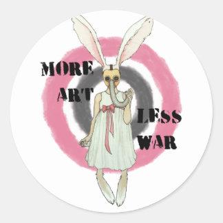 Más arte menos guerra pegatina redonda