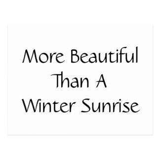 Más hermosa que una salida del sol del invierno. postal