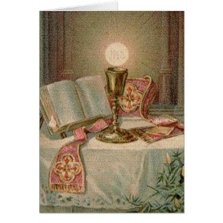 Masa católica que ofrece la eucaristía tarjeta de felicitación