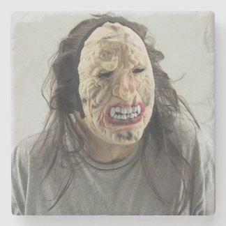 Máscara asustadiza posavasos de piedra