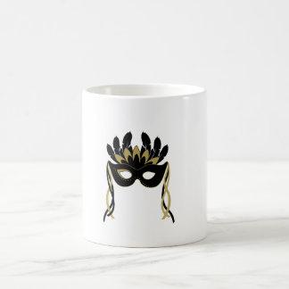 Máscara de la mascarada en negro y taza del oro