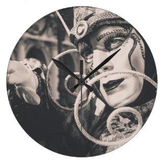 Máscara veneciana del carnaval reloj redondo grande