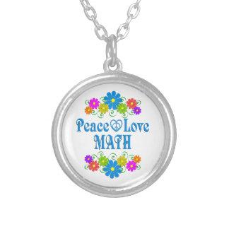 Matemáticas del amor de la paz collar plateado