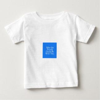 Mayo el 4to grado sea con usted regalo del camiseta de bebé