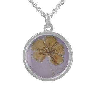 medalla de los pétalos de la flor collar de plata de ley