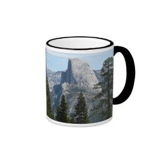 Media bóveda del rastro I del panorama en Yosemite Taza De Dos Colores