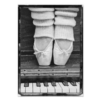 Mediano blanco y negro del dúo del ballet del arte con fotos