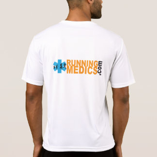 Médicos corrientes que entrenan a la camisa