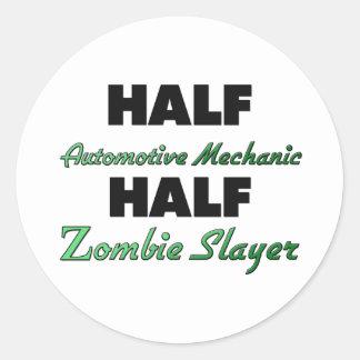Medio asesino del zombi del medio mecánico pegatina redonda