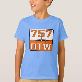Medio de la juventud de la camiseta del azul de
