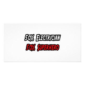 Medio super héroe del medio electricista tarjeta personal