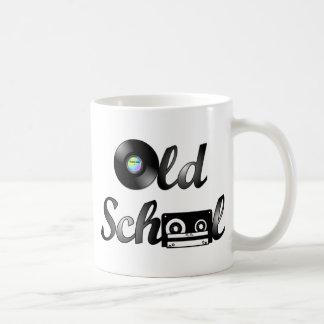 Medios de la música de la escuela vieja taza de café