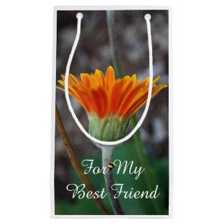 Mejor amigo de la flor de la margarita anaranjada bolsa de regalo pequeña