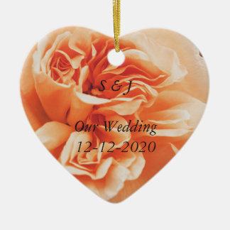Melocotón subió casando los ornamentos del tema adorno navideño de cerámica en forma de corazón