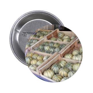 Melones de Charentais exhibidos en colmado Pins