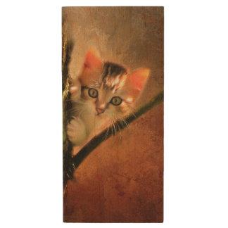 Memoria USB De Madera Pequeño gatito lindo en un árbol