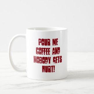 Mensaje rojo y negro divertido de la tipografía taza de café