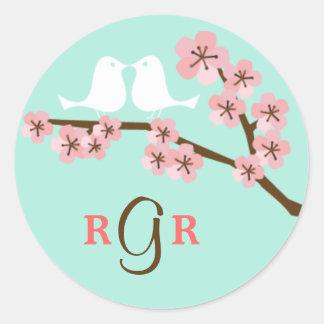 Menta y boda rosado de la flor de cerezo etiquetas redondas