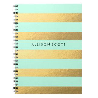Menta y cuaderno personalizado oro