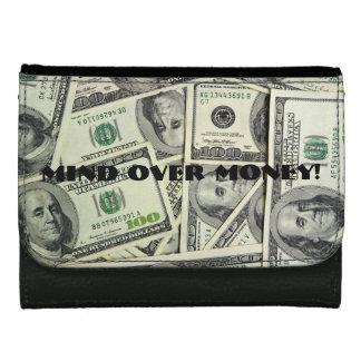Mente sobre la cartera de las señoras del dinero