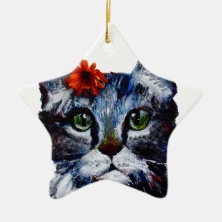 Mermelada, el gato lindo que lleva una flor adorno navideño de cerámica en forma de estrella
