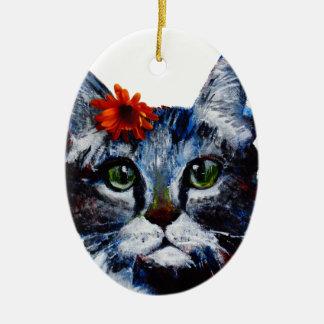 Mermelada, el gato lindo que lleva una flor adorno navideño ovalado de cerámica