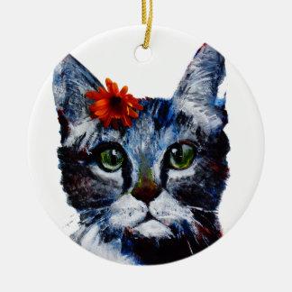 Mermelada, el gato lindo que lleva una flor adorno navideño redondo de cerámica