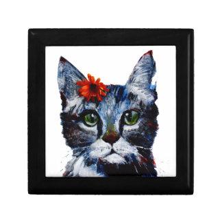 Mermelada, el gato lindo que lleva una flor caja de regalo