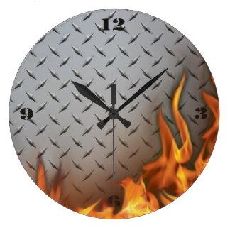 Metal de Diamondplate y reloj de pared del fuego