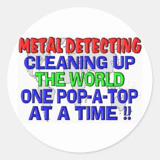 Metal que detecta limpiando el mundo etiquetas redondas