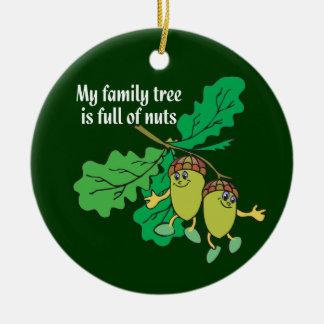 Mi árbol de familia es lleno de ornamento Nuts de