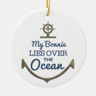 Mi Bonnie miente sobre el océano Adorno Navideño Redondo De Cerámica