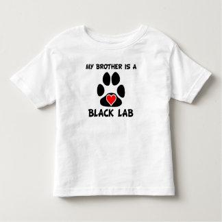 Mi Brother es un laboratorio negro Camiseta De Bebé